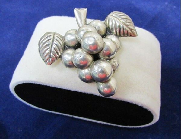 Picture of Sterling Silver Grapes Brooch