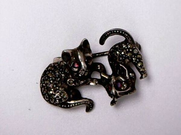 Picture of Sterling Silver Rhinestone Playful Kittens Brooch